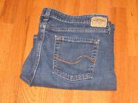 Women's Levi Strauss Medium Blue Reg Stretch Jeans Size 14 35 x 27 Exc Cond