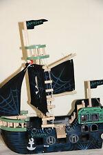 * Le Toy Van Kinderspielzeug Piratenschiff Ghostship Geisterschiff Holz NEU