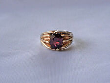Men's vintage 9ct. gold claw set ring with oval garnet, weight 4.9g