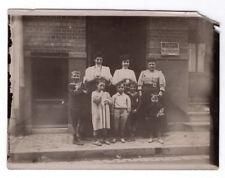 PHOTO ANCIENNE Groupe Femme et enfant devant Immeuble Maison à Louer 1900 Rue