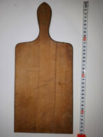 OLD ANTIQUE PRIMITIVE WOODEN WOOD BREAD CUTTING BOARD PLATE #9