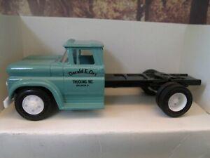 1/43 Ertl 1960 CHEVY  CAB  truck
