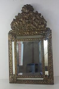 Miroir à parecloses, 19ème en laiton repoussé sur bois; 58 cm