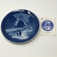 Royal Copenhagen Going Home For Christmas '73 Hjem Til Jul Decorative Plate Den