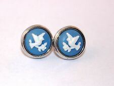 Avon Cameo Silhouette White Dove on Blue background Earrings 1983
