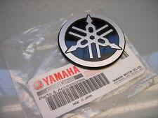 1x NEW/NEU EMBLEM TANK BADGE YAMAHA SRX600 STIMMGABEL TUNING FORK 1JK-24161-00