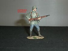 BRITAINS 23020 WORLD WAR ONE GERMAN INFANTRY LOADING METAL TOY SOLDIER FIGURE