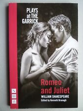 ROMEO AND JULIET - PLAYS AT THE GARRICK - WILLIAM SHAKESPEARE - 96 PAGE P/BACK