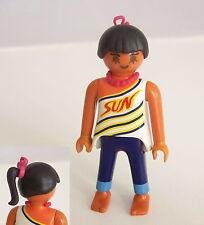 PLAYMOBIL (Z323) MER - Femme Cheveux Noir, Tee Shirt Motifs, Pantalon, Pieds Nus