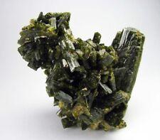 EPIDOTE GREEN FINE GEMMY CRYSTALS from PERÚ..........BRILLIANT & AESTHETYC PIECE
