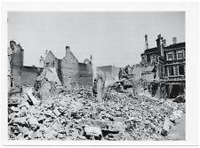 Nach Ju 88 Stukaangriff auf eine englische Stadt. Orig-Pressephoto um 1940.