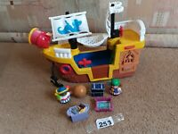 Mattel Fisher Price Little People Pirate Ship 2005, 2figures, treasure chest,map