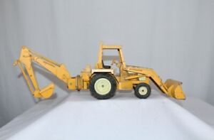 IH International Harvester Industrial 2400 Backhoe with Loader 1/16  ERTL