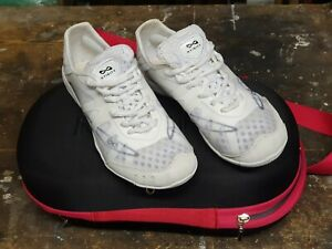 Nfinity Vengeance White Cheer Shoes, size US 5 with carry bag