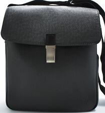 Louis Vuitton taiga Yaranga Camera Bag Messenger bolso shoulder bandolera