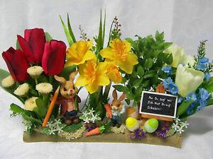 Ostergesteck künstlich mit Hasenschule auf halben Holzast, Seidenblumen,Frühling