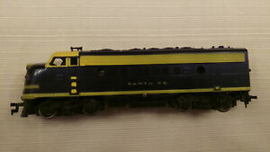 Bachmann HO EMD FP-7 Locomotive SANTA FE, pulls good. nice shell
