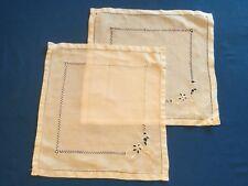 Paire de napperons carrés, anciens, en coton bien blanc, petits jours, Broderie