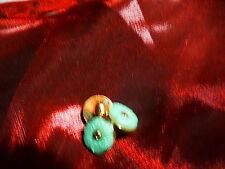 3mignons boutons pour petits vétements poupé , corsages ,layette, fleur émeraude