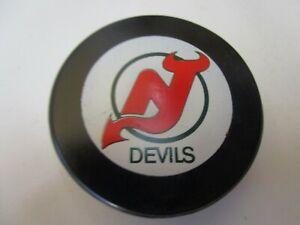 VINTAGE NEW JERSEY DEVILS INGLASCO APPROVED GAME PUCK  1982/85