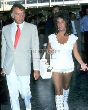 ELIZABETH TAYLOR AND RICHARD BURTON AT HEATHROW AIRPORT - 8X10 PHOTO (AB-555)