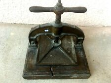 (n°1 ) old tool  OUTIL ANCIEN /  PRESSE DE RELIEUR OU NOTAIRE XIXe DÉCORS
