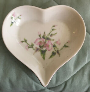 Pre-Owned Russ Berrie & Co Heart Shaped Porcelain  Small Dish w/ Pink Iris #4446