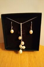 AVON MARIETTE NECKLACE AND EARRINGS GIFT SET, CREAM