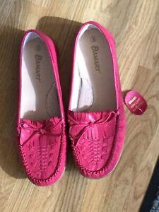 ladies pink shoes size 8. Unworn From Damart.