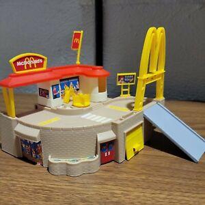 Hot Wheels 1996 McDonald's Drive Thru Playset  #65692  Complete ! Vintage