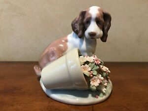 "Lladro Collector Society ""It Wasn't Me"" #7672 Dog and Flower Vase MINT with box"