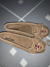 Minnetonka Me To We Moc Suede Taupe Beaded Moccasin Shoe Size 6.5