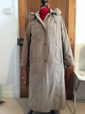 Retro Long Water Resistant Raincoat With Hood And Detachable Warm Lining