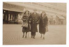 PHOTO ANCIENNE MODE FASHION Promenade Manteau en Fourrure Sac Fur 1935 Chapeau