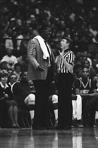 LD119-18 1985 NCAA BASKETBALL LOT (78) ORIG 35mm B&W NEGATIVES DePaul Georgetown