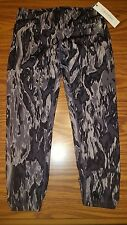 NWT $49 WOMENS CALVIN KLEIN Black & Grey Watercolor Athletic CAPRI LEGGING PANTS