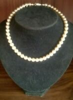 PEARL NECKLACE WITH JEWELLED CLASP