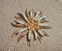 Vintage CORO Signed Star Sun Flower Brooch Pin Clear Rhinestone Gold Tone  A293
