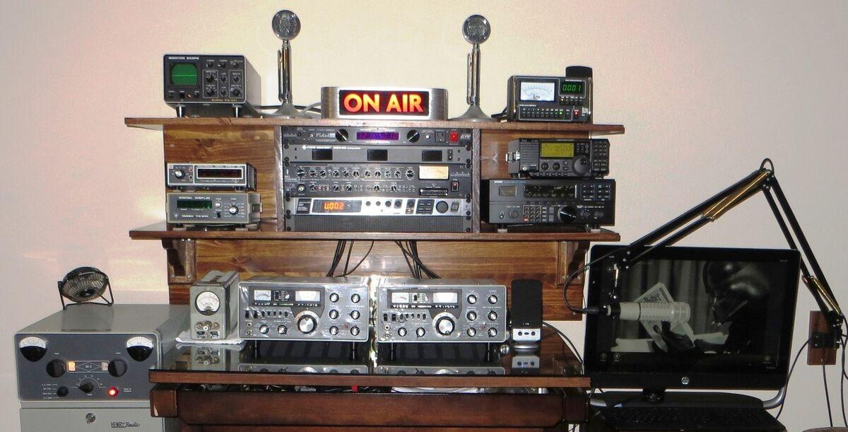 2tubetransistorsandamicrophone