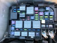 2010 KIA CARENS UNDER BONNET FUSE AND  RELAY BOX 2.0
