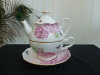 "ROYAL ALBERT MIRANDA KERR ""FRIENDSHIP"" TEA FOR ONE  BRAND NEW"