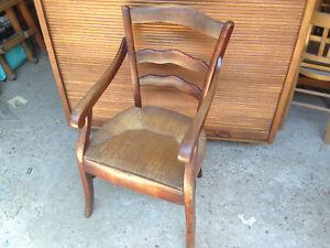 Ancien fauteuil provencal en bois assise cannage vintage chaise campagnarde