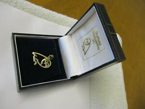 SHEFFIELD WEDNESDAY FC 9ct GOLD OWL PENDANT/ CHARM 1 INCH LONG IN ORIGINAL BOX.