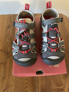 NEW Keen Seacamp II CNX Grey Red Boys Water Shoes Sandals 11 29 Hook & Loop