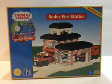 NIB THOMAS FRIENDS WOODEN 2004 SODOR FIRE STATION with TWO FIRE TRUCKS INCLUDED