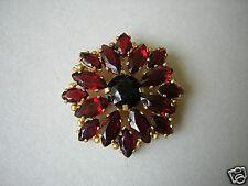 Schöne Gablonz Brosche mit roten Glassteinen 8,1 g / Ø 3,1 cm
