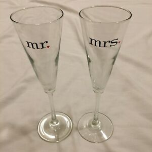 2 - Personalized Mr & Mrs Wedding Toasting Champagne Flute Glasses Personalized