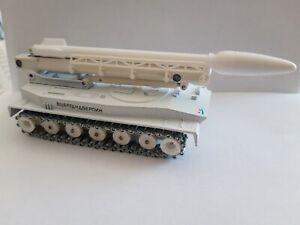 Solido 1/50, char PT 76 lance-missiles Russe, camouflage blanc, excellent état