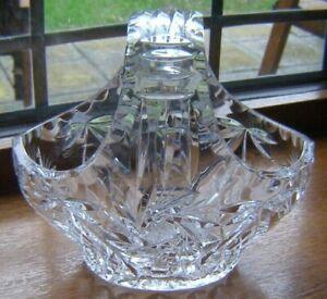 BEAUTIFULL VINTAGE QUALITY CRYSTAL GLASS BASKET 15CM X 15CM PINWHEEL DESIGN VGUC