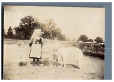 Enfants à la ferme, vers 1900 Vintage citrate print Tirage citrate  8x11